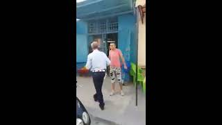 ضرب رجل أمن  في تونس في الشارع العام