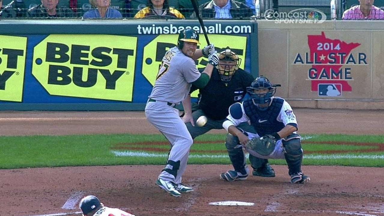 OAK@MIN: Moss' single to right field plates two