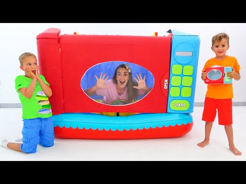 Vlad and Niki pretend play with toy microwave