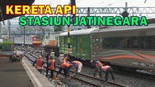 Kereta Api di Stasiun Jatinegara Pasca Aktivasi JALUR DDT JATINEGARA - CAKUNG (Bagian 1)