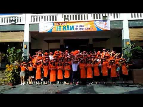 Tập thể ÉN VIỆT mặc áo dài nhảy ngẫu hứng flashmob chào mừng kỉ niệm 10 năm thành lập