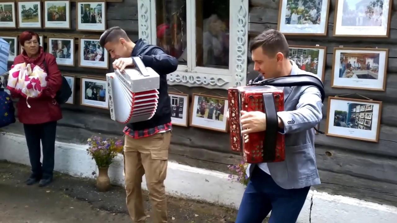 """Гармонисты """"Веселуха"""" на Аверкинском фестивале, город Сасово."""