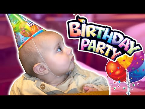 HARLOW WENT TO HER FIRST BIRTHDAY PARTY!!