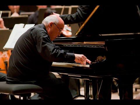Alexander Toradze plays Tchaikovsky Piano Concerto no. 1 - live 2008