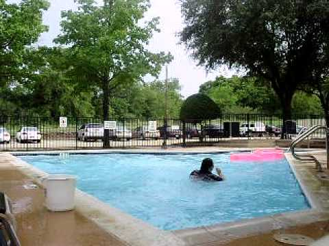our mini pool party =]