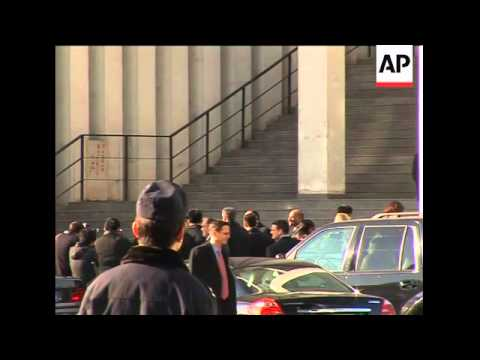 Clinton attends church prior to departure
