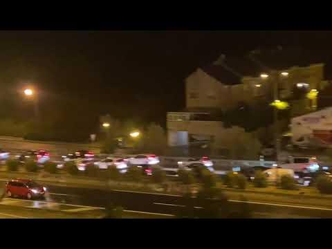 La autovía de ronda, atascada por los controles de policía por el confinamiento