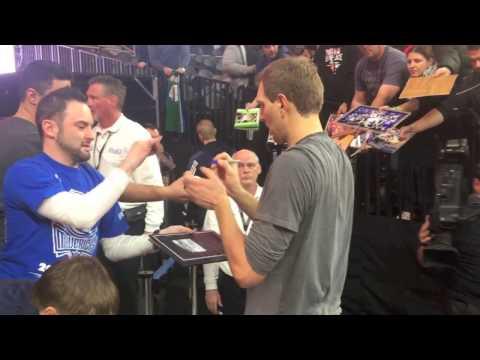 Mavs Legend Dirk Nowitzki Signing Autographs – iFolloSports.com