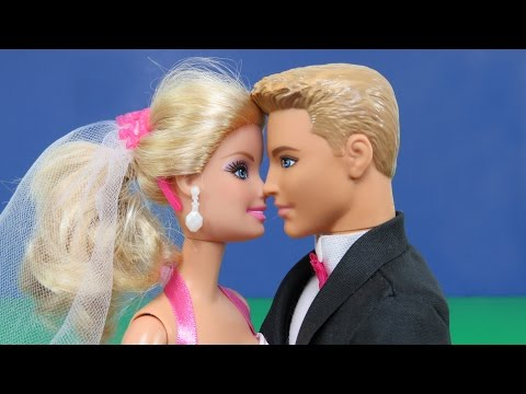 Barbie and Ken's Wedding Party ! Famous guests! Kisses, Dance, Wedding Cake, Fun !