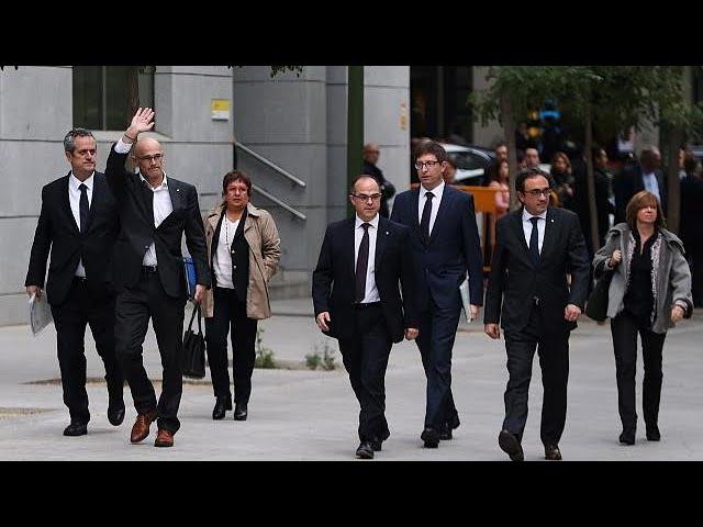 Каталонских лидеров взяли под стражу