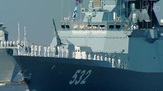 Ярким зрелищем стала репетиция Главного парада в честь Дня Военно-морского флота в Санкт-Петербурге.