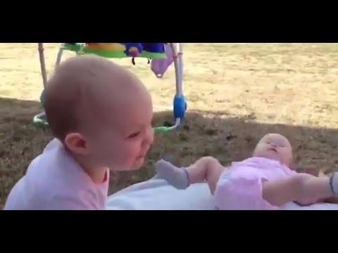 Video Tingkah Bayi Lucu Pas Sedang Bersin