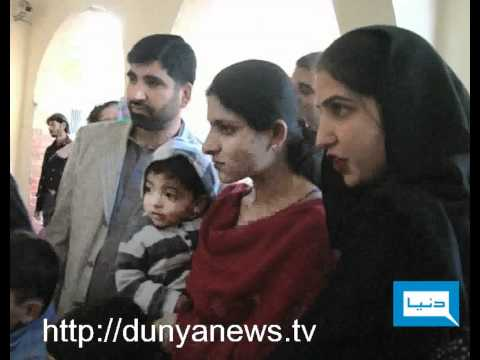 Dunya News-09-02-2012-Lion Food in Lahore Zoo Travel Video