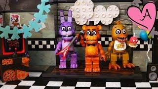 Juguetes de Five Nights at Freddy's en español - FNAF Pirate Cove de Foxy y Show Stage