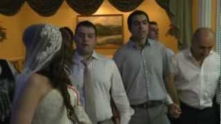 танцуют жених и невеста Аня и Яша, даули Авдышу Кено