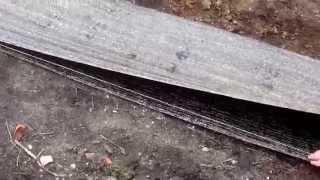 Как быстро разрезать рубероид пополам без ножа (строительный лайфхак)(Хитрости в строительстве , быстро разрезать рубероид без ножа, строительные лайфхаки., 2015-04-07T18:05:35.000Z)
