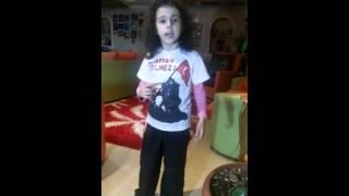 7 yaşındaki CEYLIN Istiklal Marşını okuyor