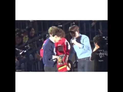 D.O. cởi đồ Chen để xem anh ấy mặc quần sip màu gì ? gây sốc - ViKpop.Com