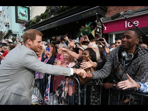 Prince Harry meets Windsor crowds on eve of wedding | ITV Ne