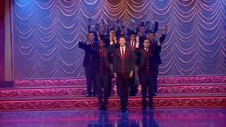 Сериал Glee,советую посмотреть.