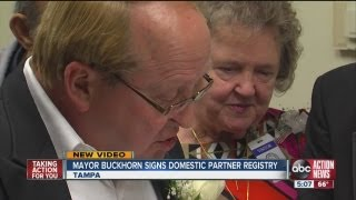 Bob Buckhorn signs domestic partnership registry