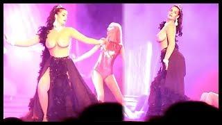 Η Μαρία Κορινθίου Γυμνόστηθη (σχεδόν) στο Θέατρο - HD