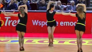 Grid Girls vs. Cheerleaders