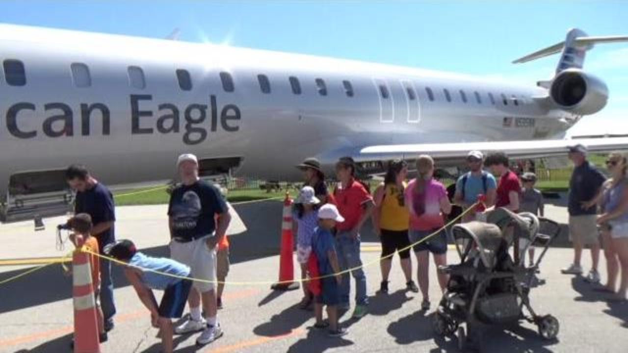 bombardier crj 900 nextgen american eagle youtube rh youtube com Facility Manuals Car Repair Manual Online
