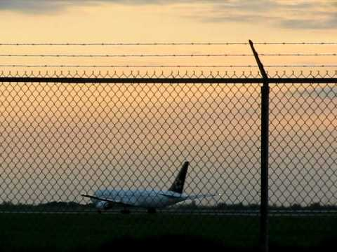 Air Canada Star Alliance 777 leaving Ottawa International Airport