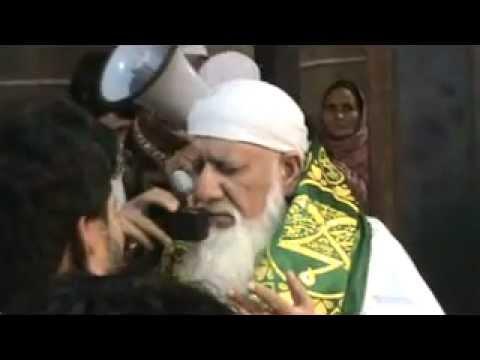 Tour Sehwan Shareef 2012 - Chader Charhai on Shahbaz Qalander