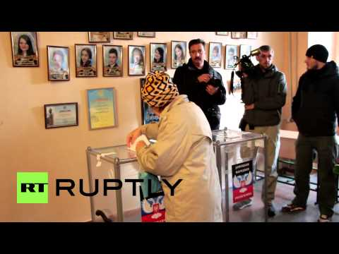 Ukraine: See Zakharchenko cast his vote in Donetsk
