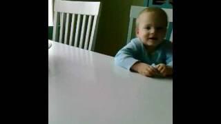 """Lukas på 2 år synger """"Lille sommerfugl"""""""