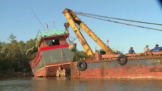 Tin Tức 24h : Nhiều tàu cá ngư dân Quảng Bình bị mắc cạn sau bão số 10