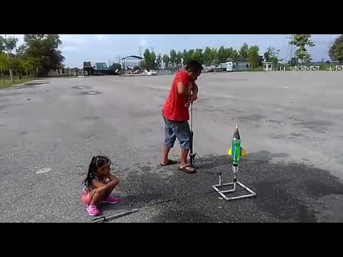 Roket Botol Air (Payung Terjun)