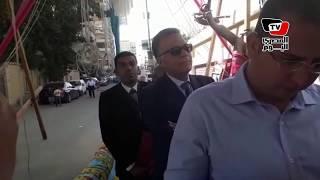 وزير النقل يلتزم بطابور لجنته الانتخابية بمدرسة «نبوية موسى»