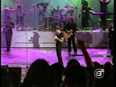 Resultado de imagen de ENRIQUE IGLESIAS - Festival de Viña del Mar 2000. - ® Manuel Alejandro 2014.