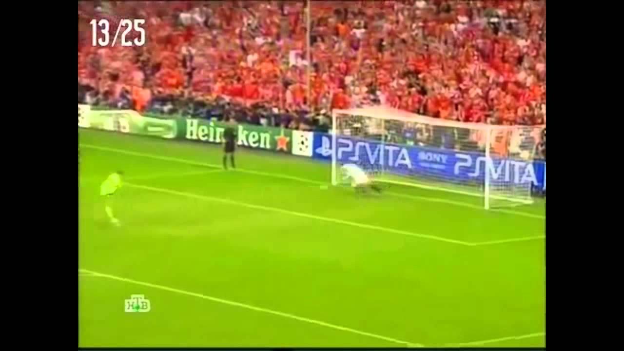 Мануэль нойер забивает гол