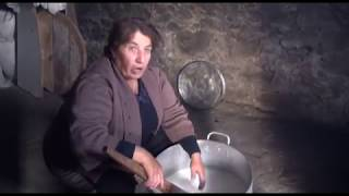 Վալյա Մուրադյանի չեչիլ պանրի արարումը, գյուղ Թավշուտ, 2017