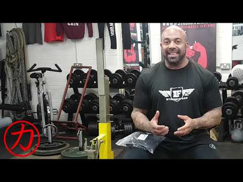 How to wrap your wrists for Powerlifting and Strongman