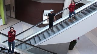 TWIN DEJA VU ON THE ESCALATOR PRANK!