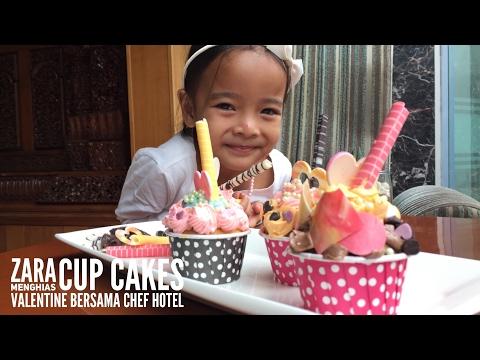 Zara menghias cup cakes valentine bersama chef Rustam dari Grand Sahid Jaya Jakarta