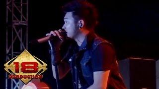 Download lagu Five Minutes - Bertahan (Live Konser Tasikmalaya 31 Maret 2012)