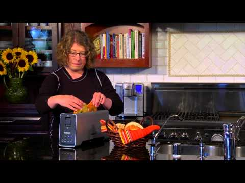 Cuisinart 2-Slice Extruded Aluminum Long-Slot Toaster (CPT-2000) Demo Video