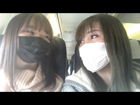 親子ゲンカ⁉️東京に行く飛行機でどっちのマスクが小顔に見えるか小競り合いをするのんちゃんとママツー😂【ココロマン普段の様子】