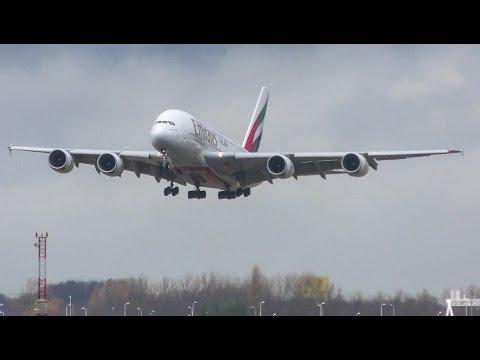 A380 emirates maakt DOORSTART tijdens storm op Schiphol