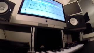 Dj mast in studio - usher moombahton ...