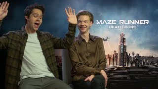 Baixar Dylan O'Brien pretends to be on a roller coaster ride MAZE RUNNER THE DEATH CURE interview