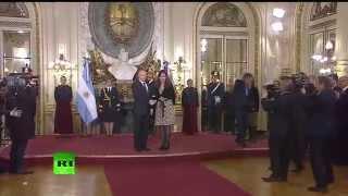 Президент Аргентины встречает Владимира Путина