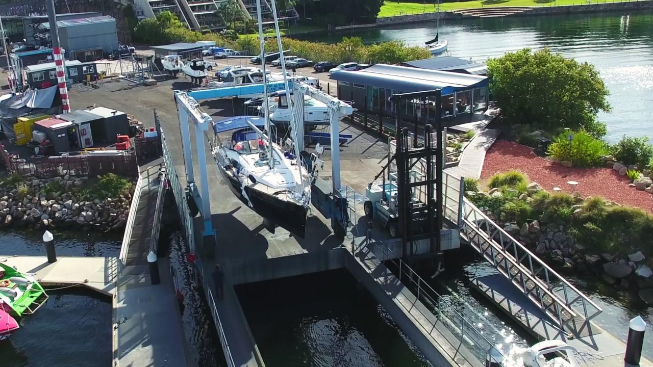 Vinyl Hull Boat Wrap - Beneteau 50 in 3M Gloss Midnight Blue
