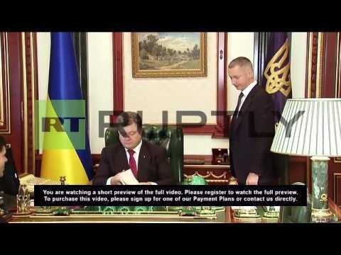 Ukraine: Poroshenko signs lustration law in Kiev